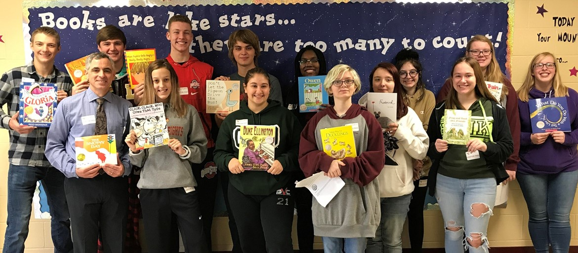 Right to Read Week with DECA members